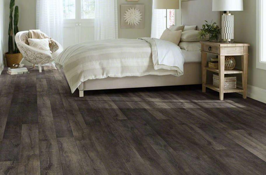 Shaw Grand Vista Waterresist Laminate Weathered Oak Floor