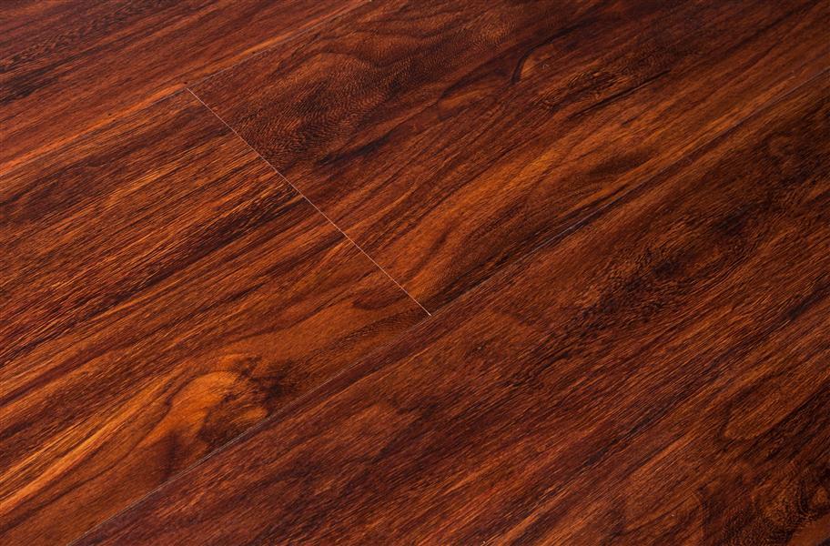 8mm Naturesort Classic Laminate Flooring Mahogany Look