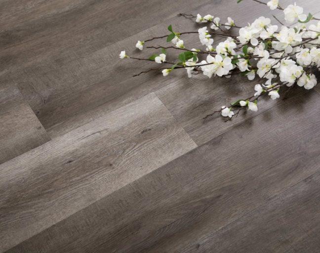 wood-look waterproof vinyl flooring