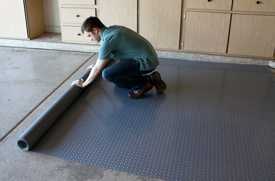 Garage Flooring Buying Guide Tiles Rolls Epoxy Amp More