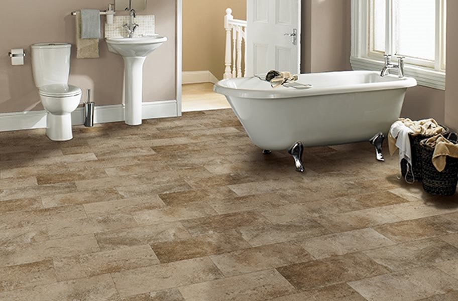 FlooringInc 2020 vinyl flooring trends: stone-look tiles in a bathroom