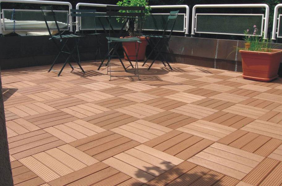 Naturesort Deck tiles in contrasting colors as outdoor flooring trend