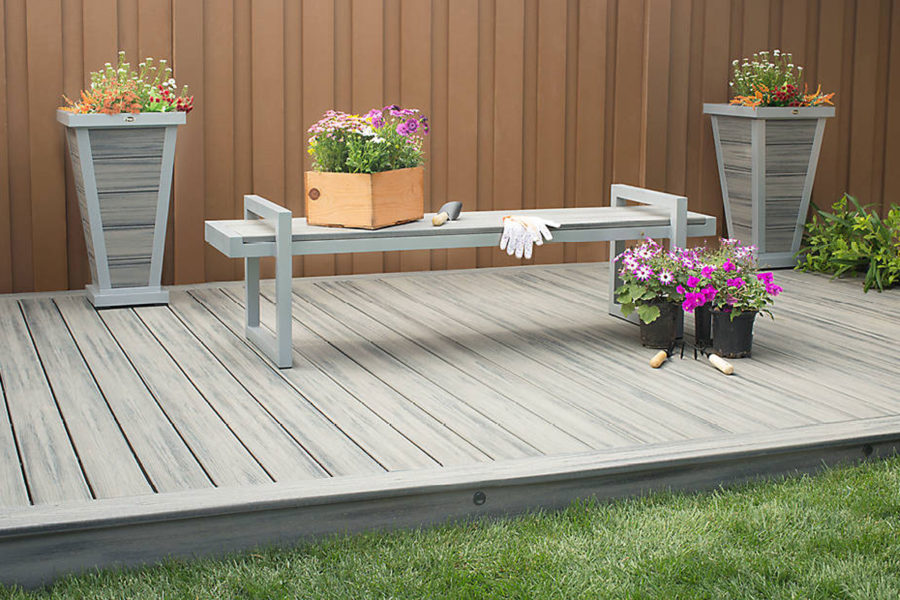 "2"" Trex Transcend decking set up in garden"