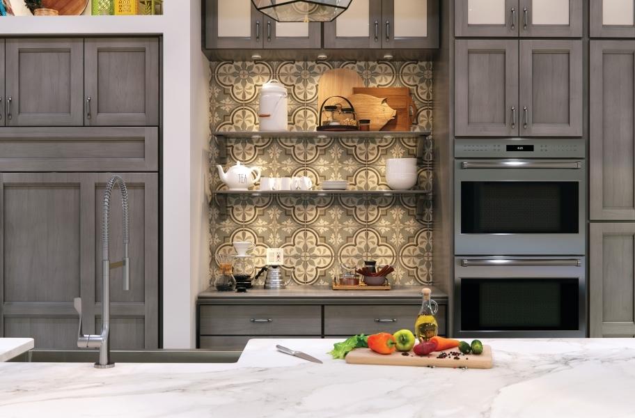 Tendances des armoires de cuisine 2021: armoires du sol au plafond