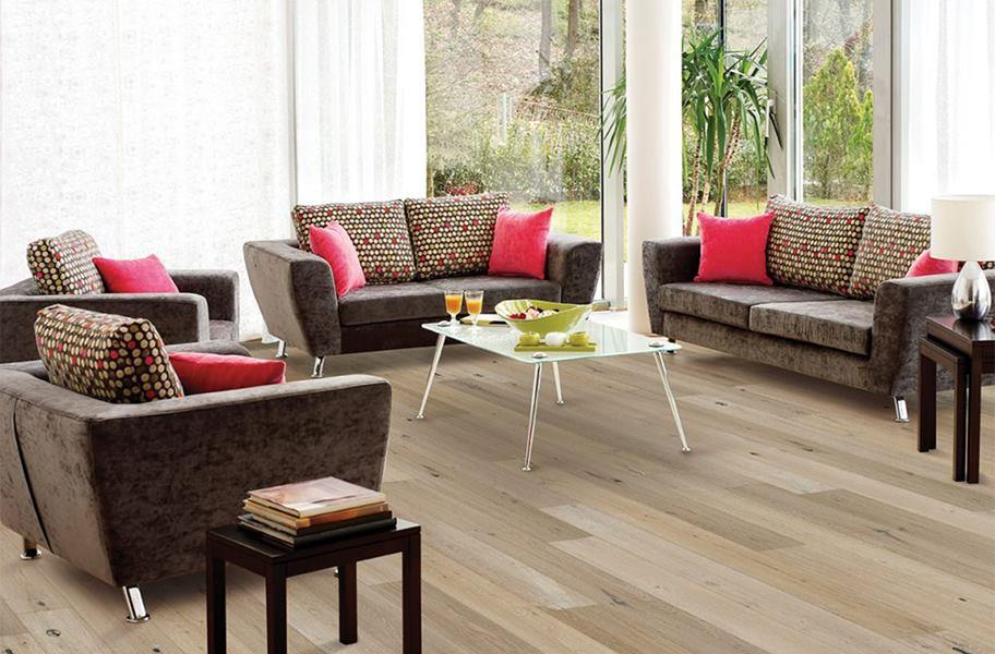 FlooringInc Engineered hardwood in a living room setting