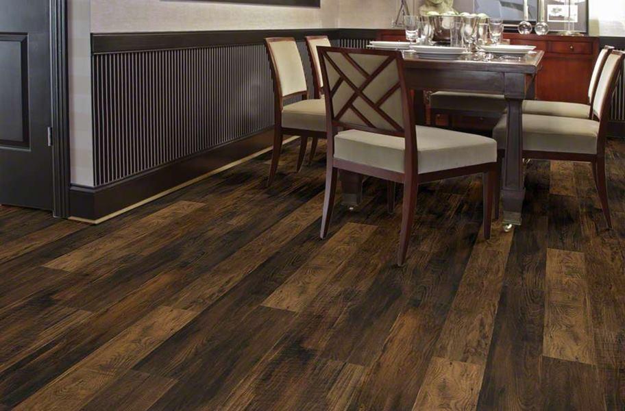FlooringInc 2020 flooring trends: reclaimed texture flooring in a dining room setting.