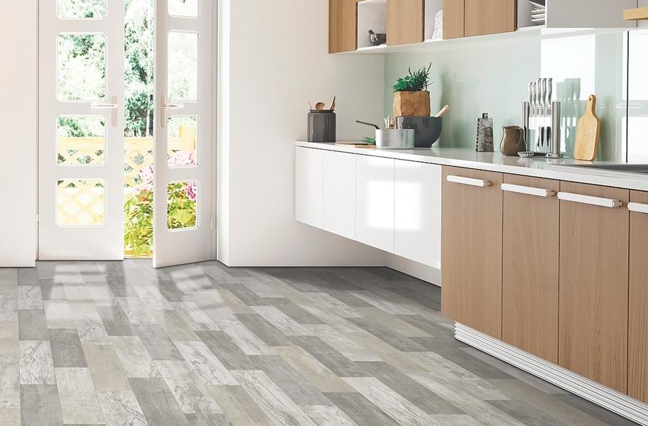 FlooringInc 2020 vinyl flooring trends: grey wood-look sheet vinyl in a kitchen setting.