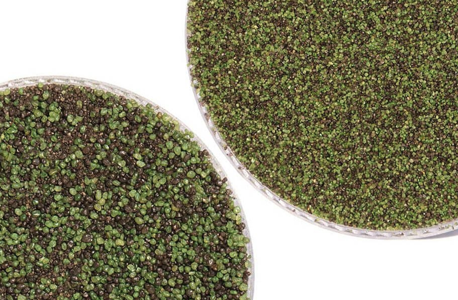 FlooringInc turf infill guide: fine mesh putting green turf infill