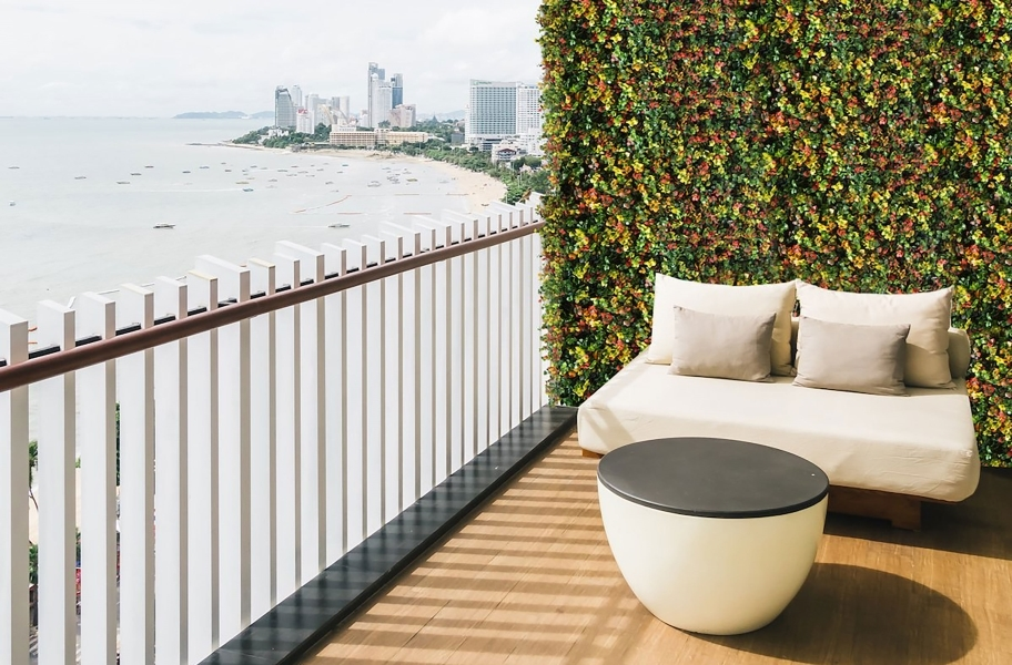 Accent Wall Ideas: artificial plant decor accent wall in a patio setting