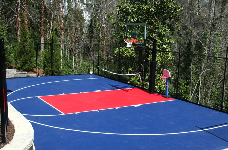 Court flooring installation guide: An outdoor basketball court made from outdoor sports tiles