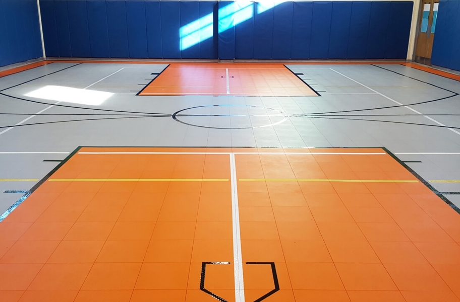 Court floor tile install guide: premium indoor court tiles in a gymnasium
