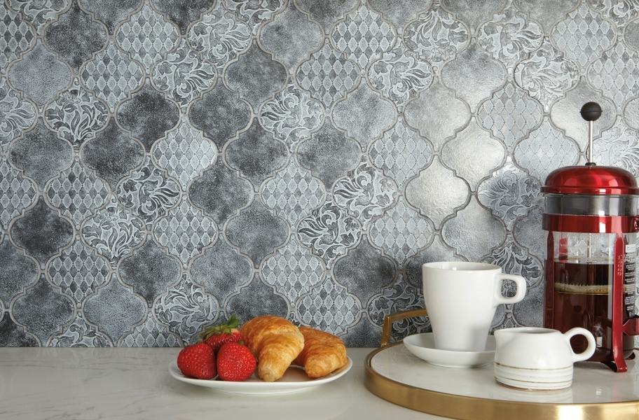 Backsplash buying guide: decorative arabesque tiles