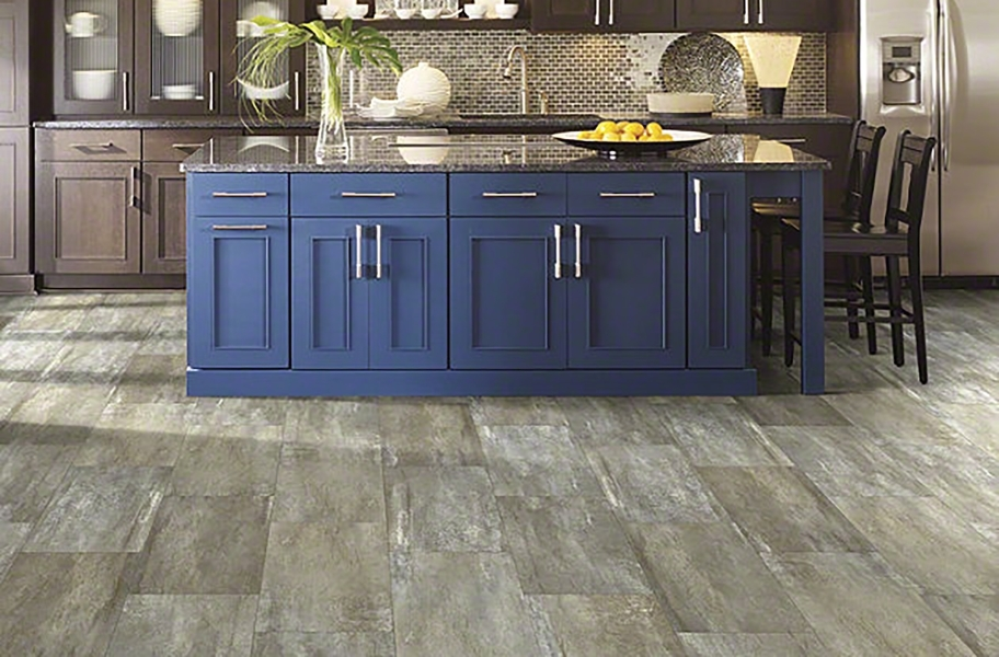 Two toned colored kitchen cabinets