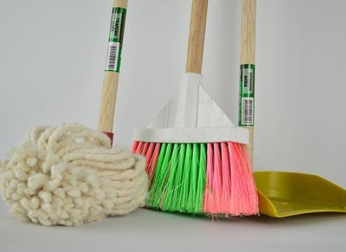 Engineered hardwood cleaning supplies