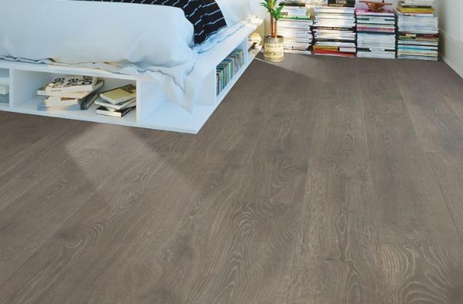 Wide Plank Bedroom Flooring: 10mm Antique Craft Waterproof Laminate